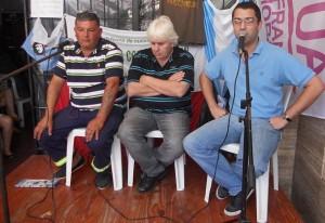 Sánchez y sus compañeros de organización cuando estuvo en La Histórica apoyando a los artesanos. (Archivo El Miércoles Digital).