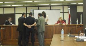 El subinspector de la Policía de Entre Ríos, Walter Nicolás Delersse, junto al Fiscal y al abogado Defensor ante el Tribunal.