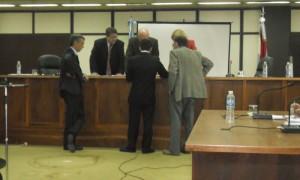 Cristian Charreun, perito fotógrafo también entre las partes en litigio y las autoridades del Tribunal.