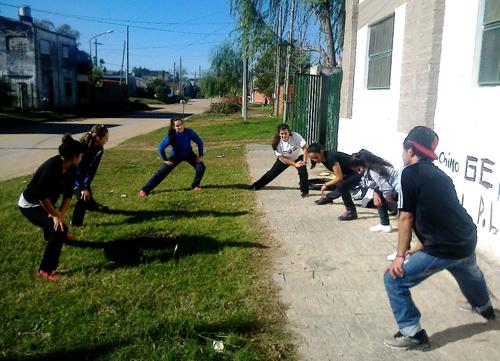 Alumnos De Educacion Fisica Recorren Centros Barriales El