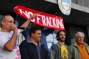 De izquierda a derecha: De Carli, Larocca, Scattone y Szaliñak, en las escalinatas del Juzgado Federal tras su liberación. Foto: Valentín Bisogni.