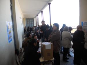 2011-elecciones-Milicos votando en la Escuela 3 Urquiza-4