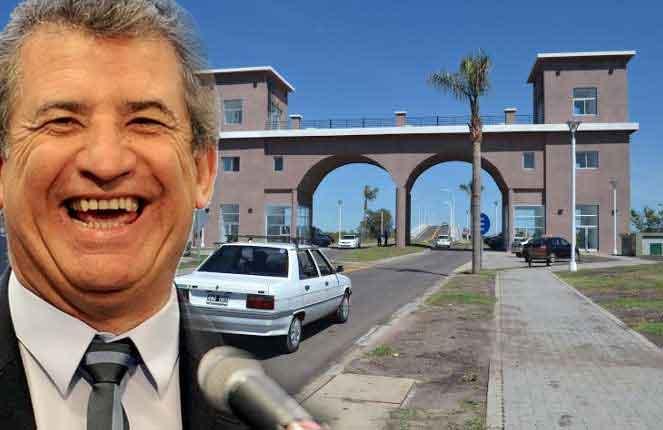 El gobernador inaugura el complejo y AGMER convoca a reclamar.