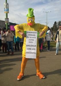 Gchú-protesta docente contra Scioli-2