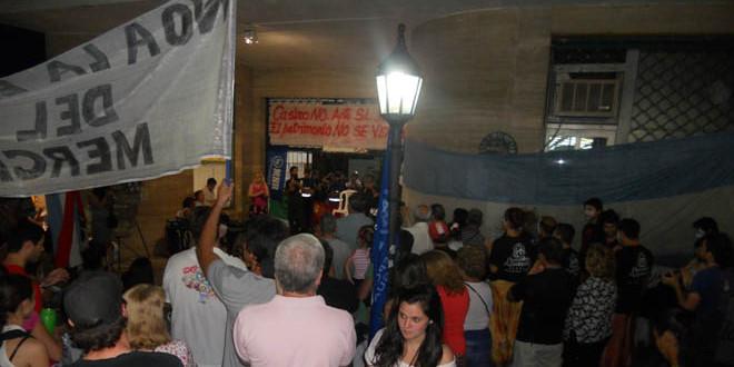 Uno de los actos de resistencia que se organizó en pleno intento de desalojo. (Foto: Archivo de El Miércoles Digital).