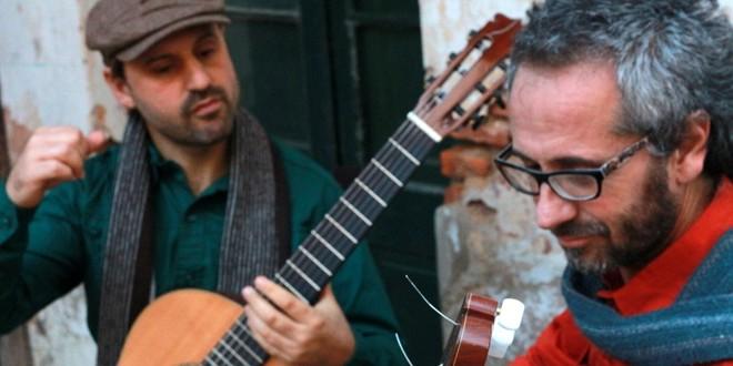 """Viernes 1º de julio. A las 21 en el Auditorio Illia (Subsuelo del Centro Cívico). Se presentará el dúo de guitarras Ibirapitá, conformado por Nardo González y Ariel Asselborn en el marco del """"Ciclo El Portavoz""""."""